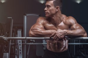 man resting in between reps in gym higher testosterone